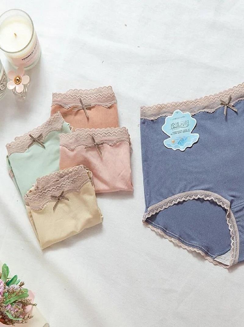 奶茶蕾絲包邊中腰小褲
