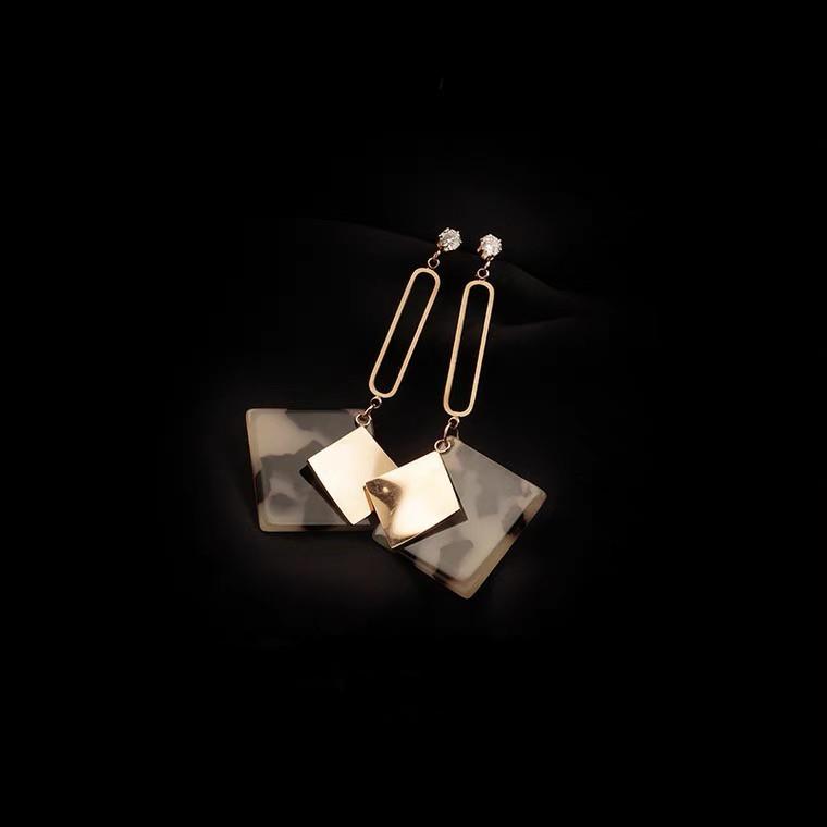 幾何型玳瑁紋耳環