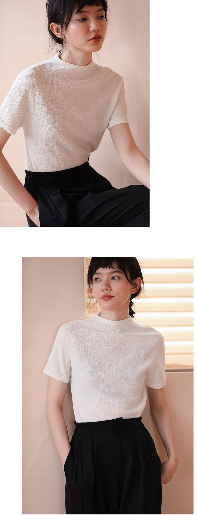 泡泡壓褶半高領上衣